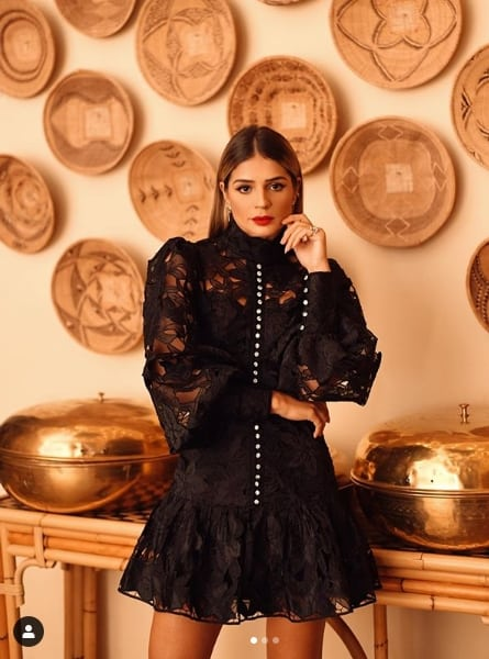 look Thássia Naves com vestido preto
