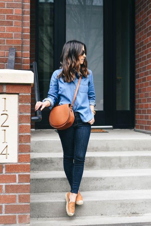 Camisa jeans com slip on feminino caramelo
