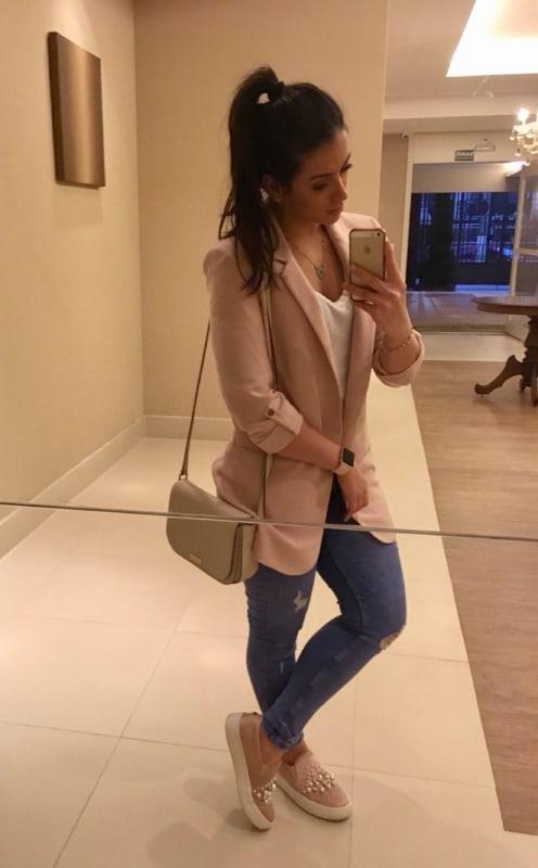 Look com blazer e slip on feminino rosa