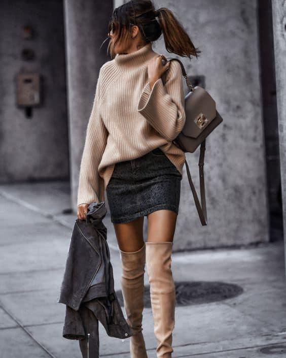 Look com saia e pulôver feminino marrom