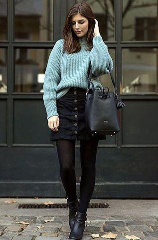 Look de inverno com pulôver azul claro