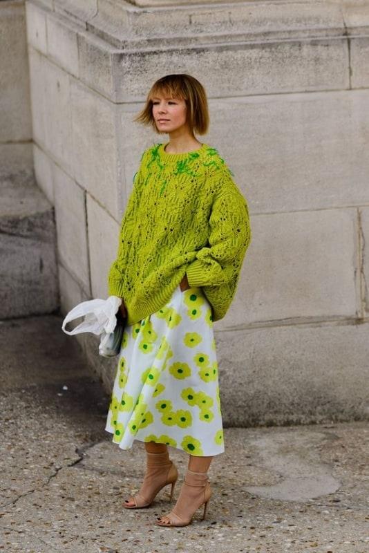 Modelo de pulôver feminino verde