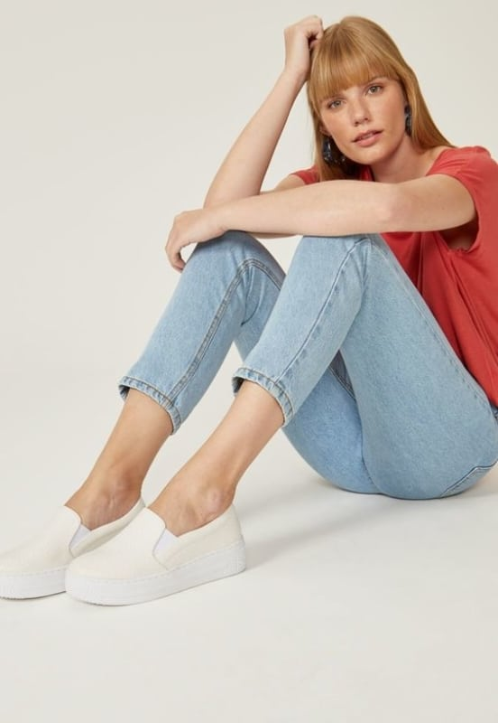Skinny jeans com slip on branco