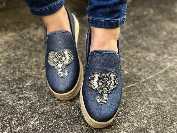 slip on feminino jeans com elefante de strass