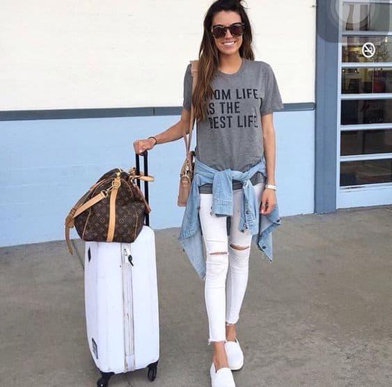 T shirt cinza com slip on branco