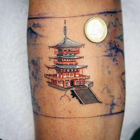 Tatuagem templo chines pequena