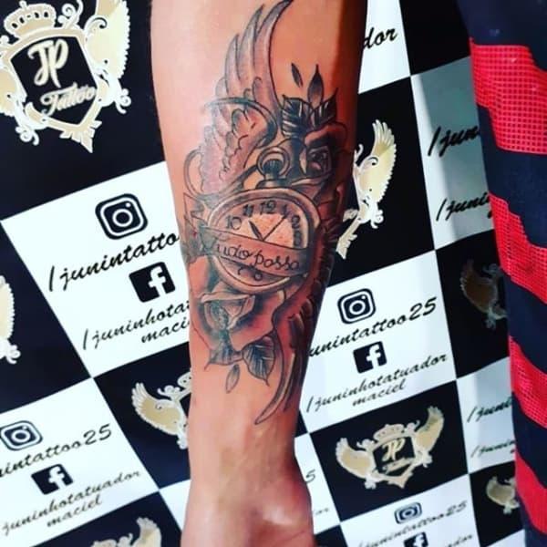 tatuagem Tudo Passa com desenho