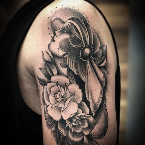 tatuagem cigana preta e branca