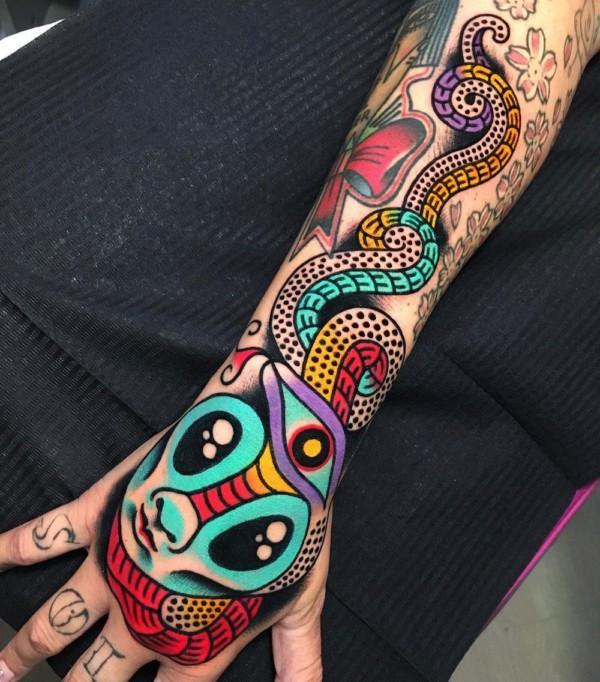 tatuagem psicodélica feminina