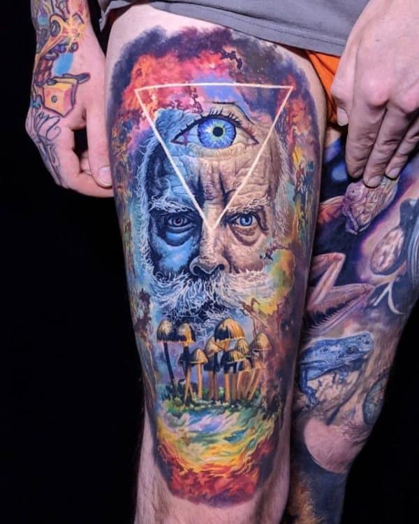 tatuagem psicodélica na perna