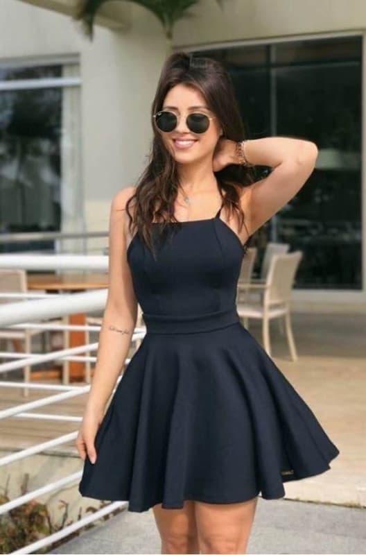 look com vestido preto rodado