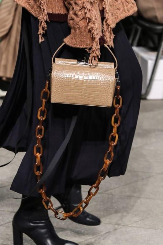 bolsa da moda com corrente larga