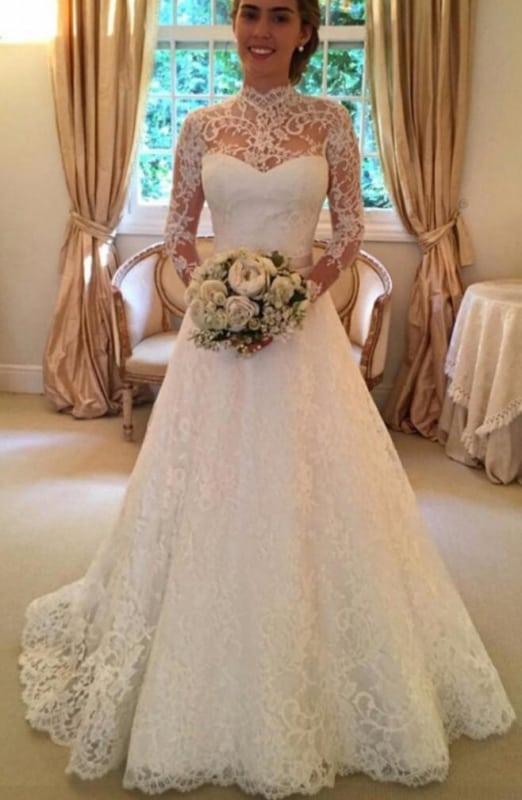 vestido de noiva em renda com gola alta e manga longa