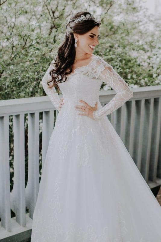 vestido de noiva evasê com manga longa