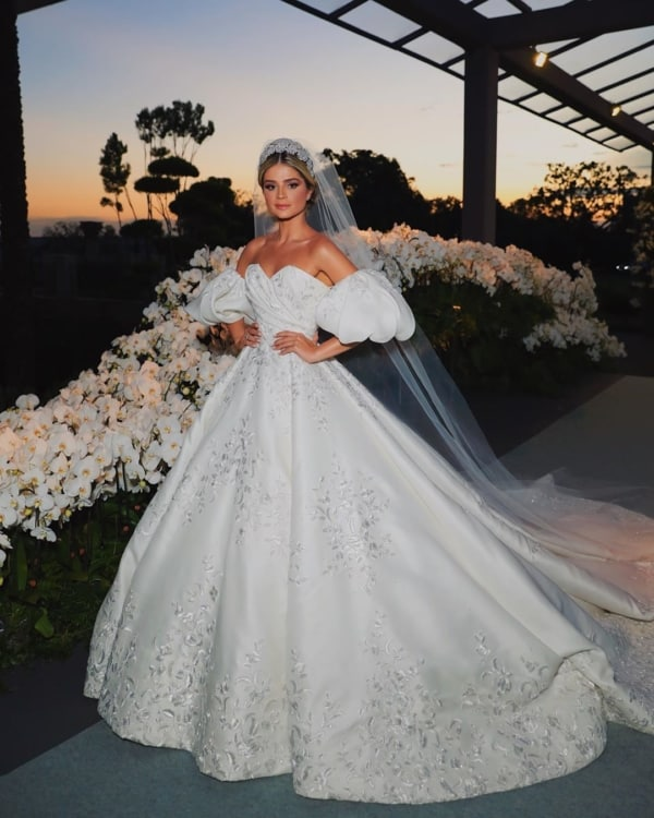 vestido de noiva tomara que caia com manga bufante