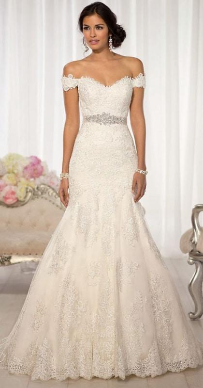 vestido de noiva com decote sem alça e manga curta