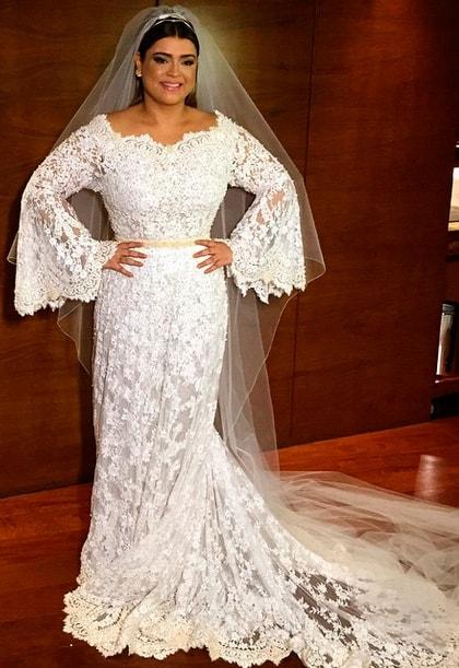 vestido de noiva em renda e com manga flare