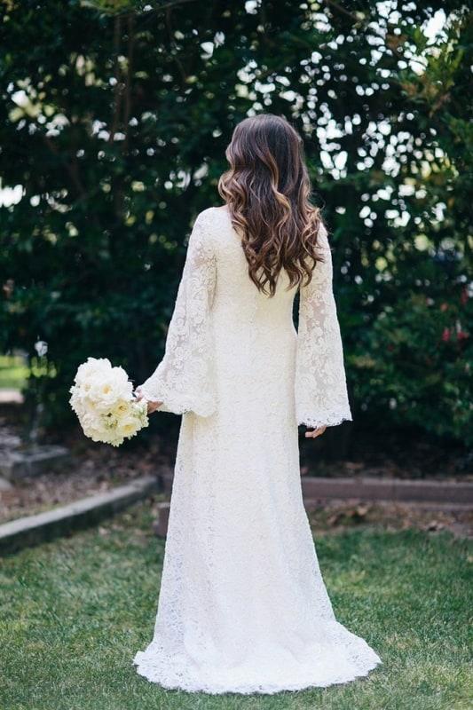 vestido de noiva em renda e manga longa flare