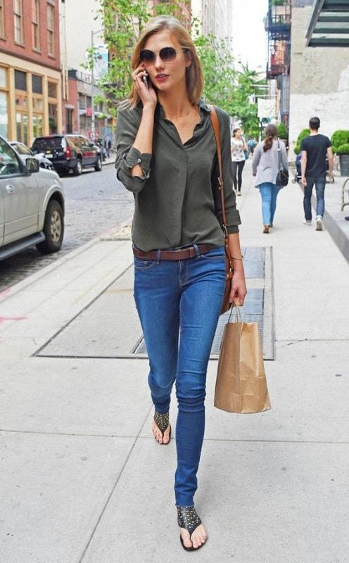 look com calça jeans e camisa verde militar