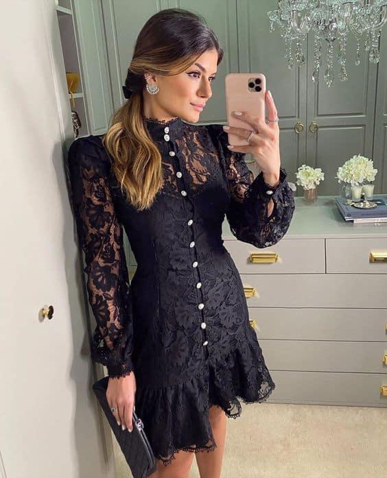 look festa com vestido curto de renda preta