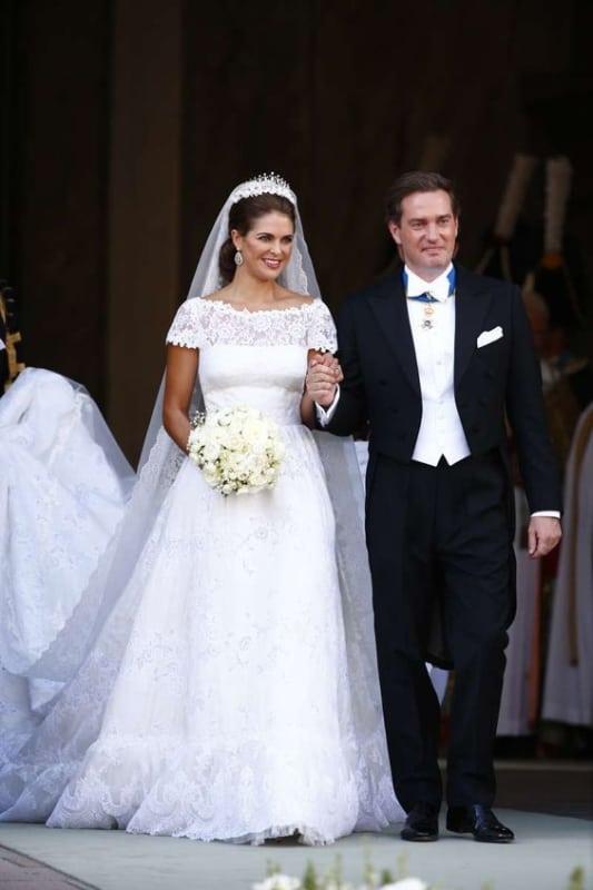 vestido de noiva em renda com manga curta