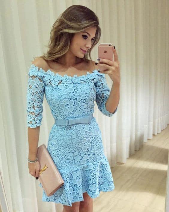 look com vestido de renda azul claro