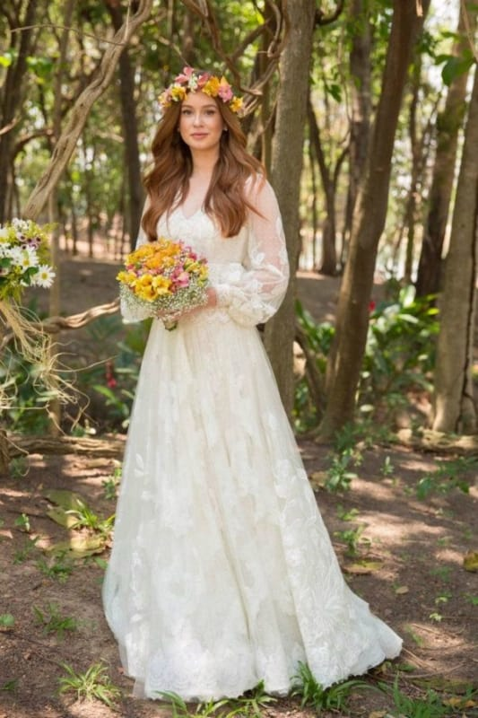 vestido de noiva de Marina Ruy Barbosa com manga longa