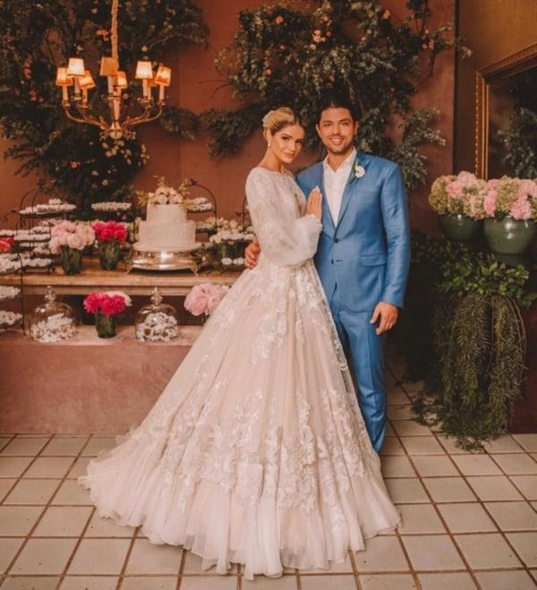 vestido de noiva rodado com manga longa