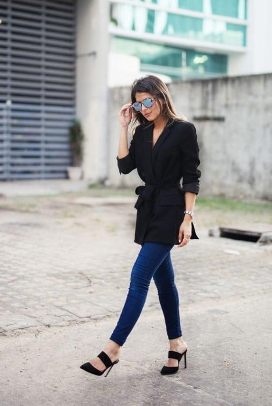 Salto mule preto para look estiloso