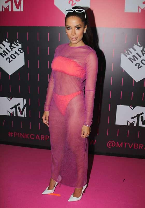 looks anitta na MTV