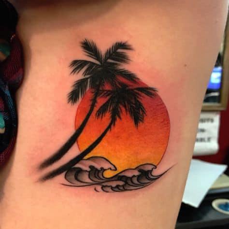 tatuagem de coqueiro colorida com onda