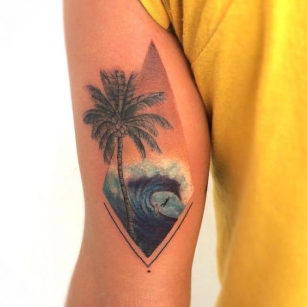 tatuagem de coqueiro e onda