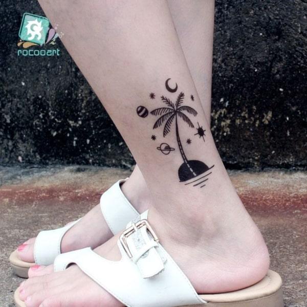 tatuagem de coqueiro na perna