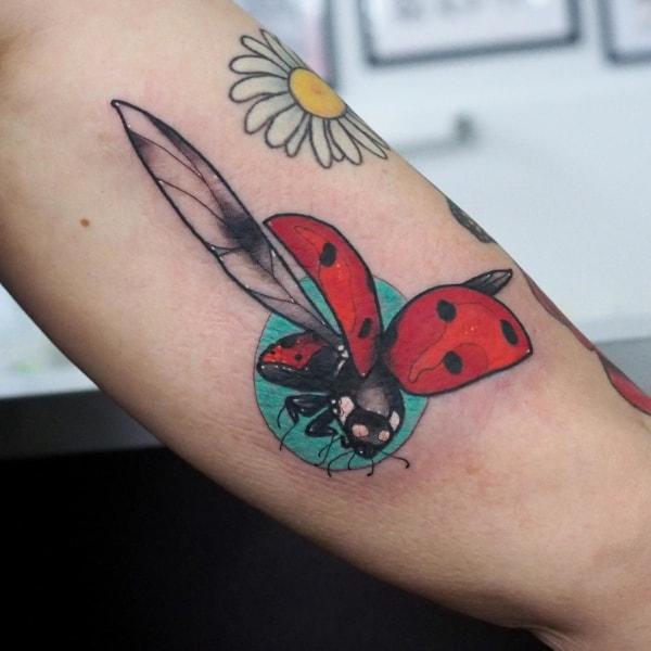 tatuagem de joaninha nova no pulso 1