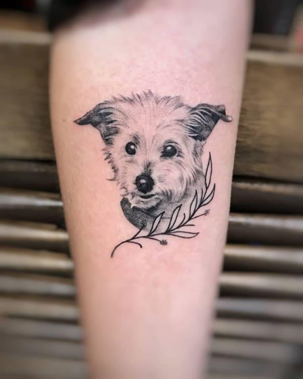 tatuagem fineline feminina cão