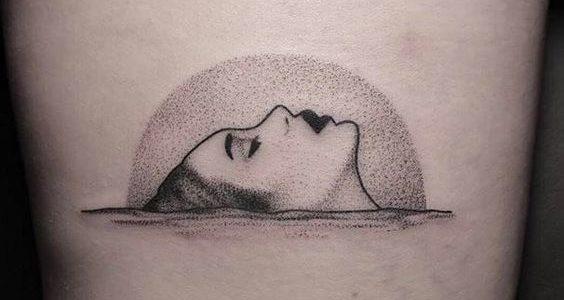 tatuagem fineline feminina costas