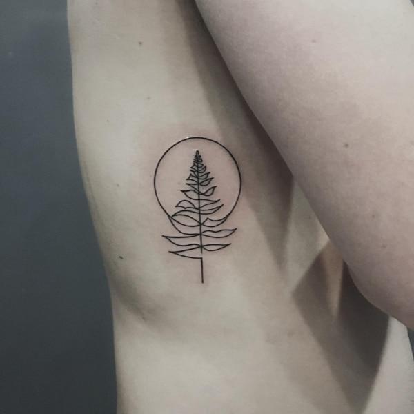 tatuagem fineline masculina arvore