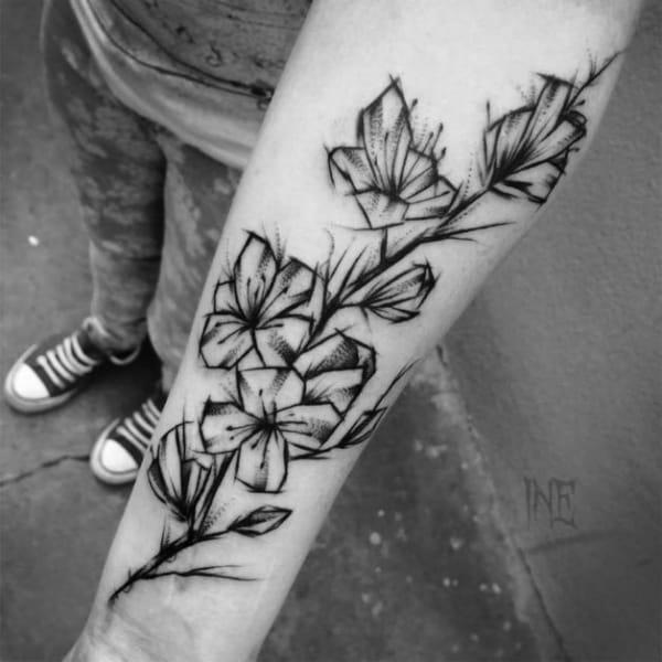 tatuagem sketch de flor