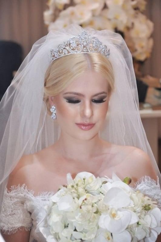noiva com coroa e véu