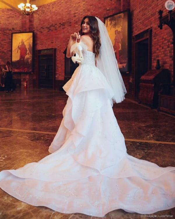 vestido de noiva moderno em gazar de seda