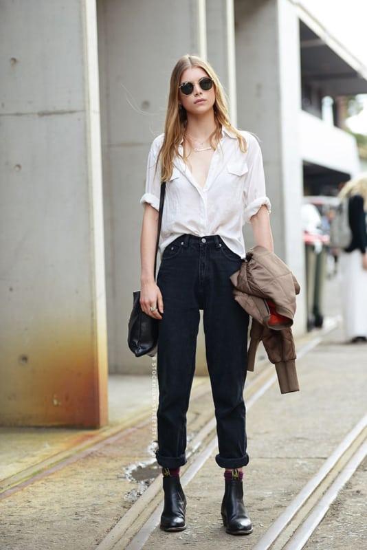 look com calça mom jean preta e botinha