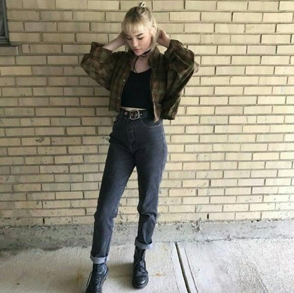 look com calça mom em jeans preto