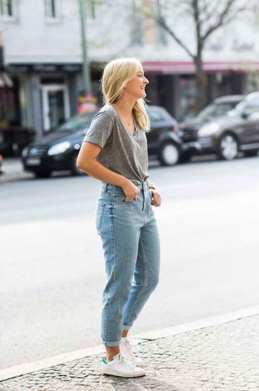 look com calça mom jeans vintage e camiseta