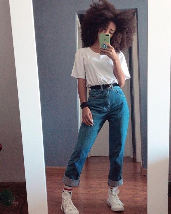 look com calça vintage de cintura alta e cinto