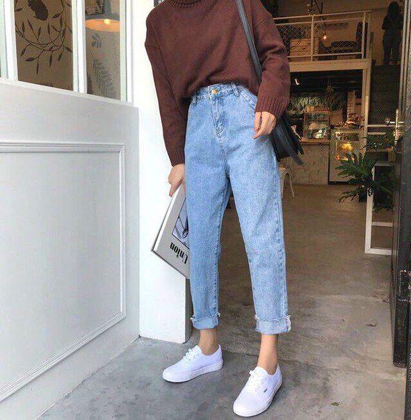 look vintage com calça mom jeans e suéter