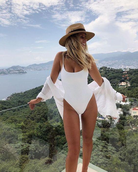 look praia com maiô branco simples