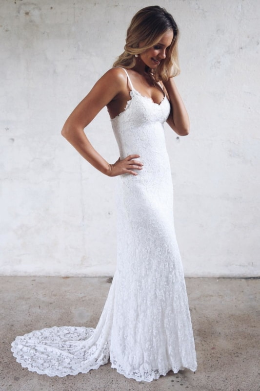 vestido de noiva com cauda em renda italiana