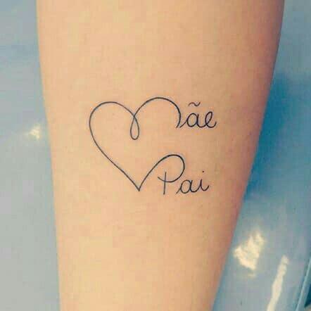 tattoo delicada com coração para pai e mãe