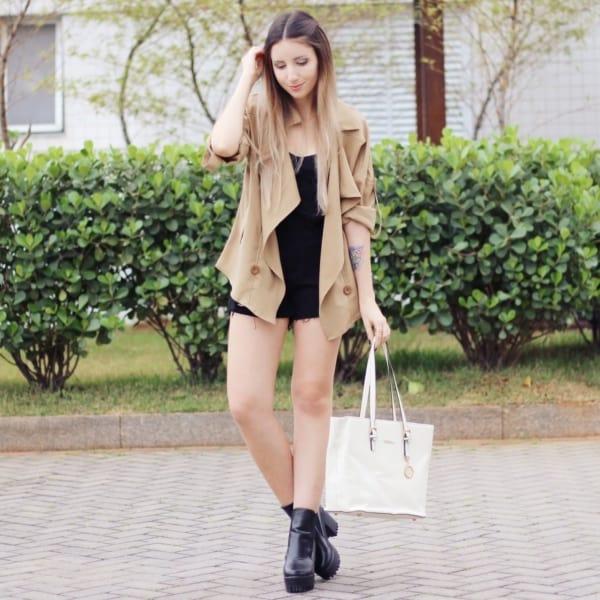 look dia a dia com casaco cáqui