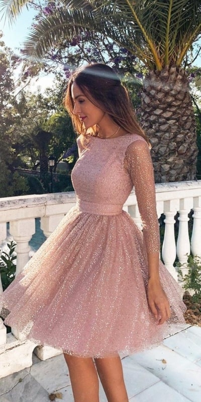 noiva com vestido rosa curto